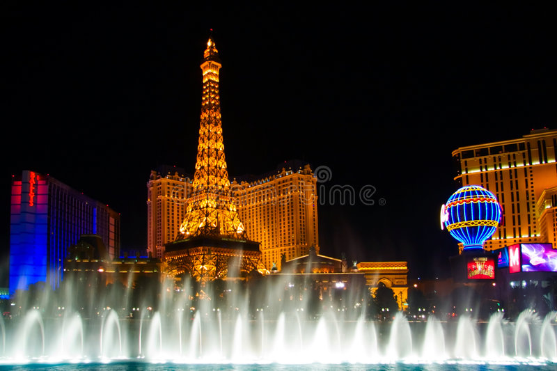 Download Wassernachterscheinen Von Vegas Redaktionelles Foto - Bild von spray, nachtleben: 9081691