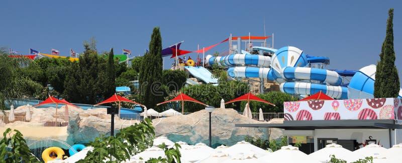 Wasserpark in den paphos Zypern lizenzfreie stockbilder