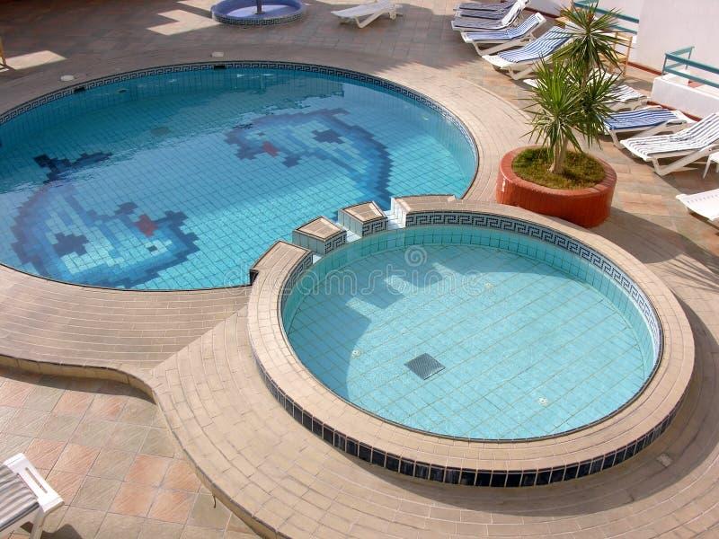 Wasserpool im Hotel lizenzfreie stockfotografie