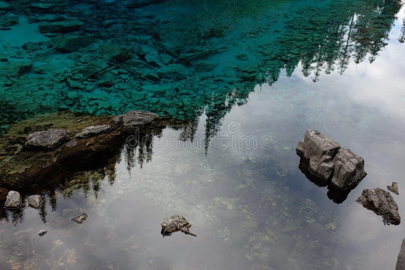 Wasserreflexion - nahes hohes lizenzfreie stockbilder
