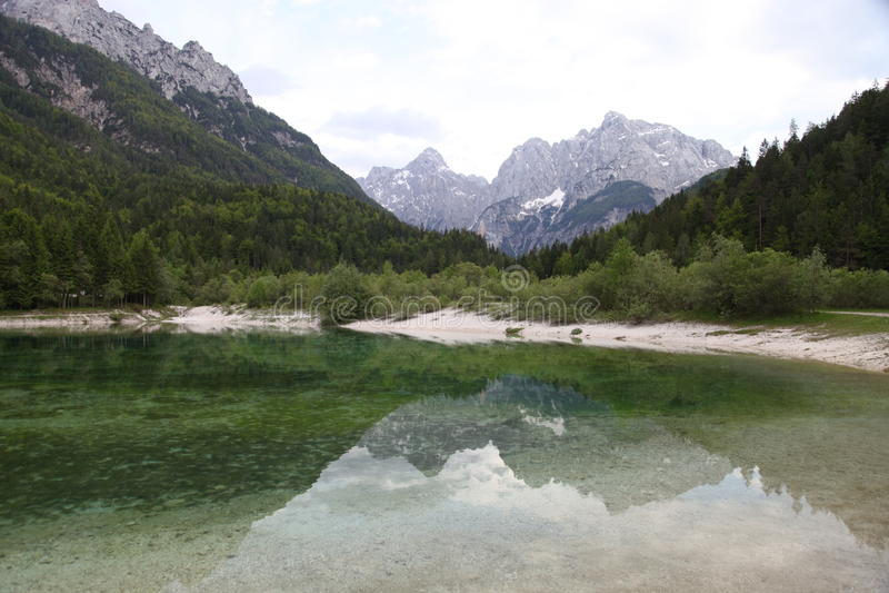 Wasserreflexion Slowenien stockfotos