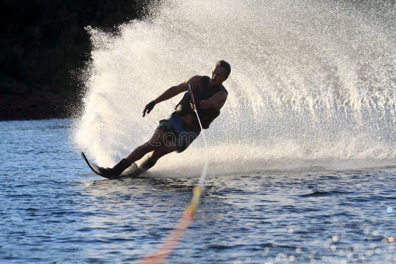 Wasserskifahren im parker Arizona stockbilder
