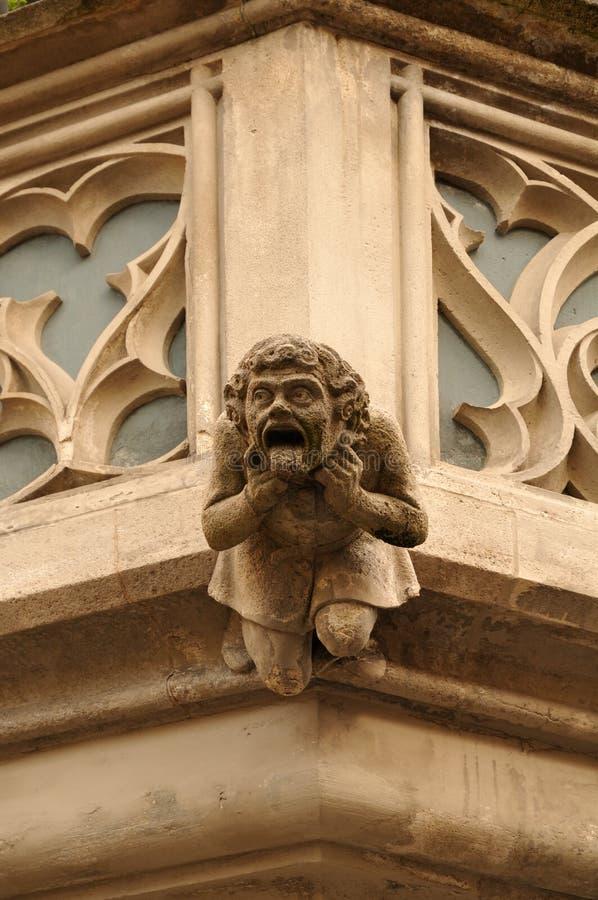 Wasserspeier am Balkon des mittelalterlichen Rathauses in Ulm, Deutschland lizenzfreies stockbild