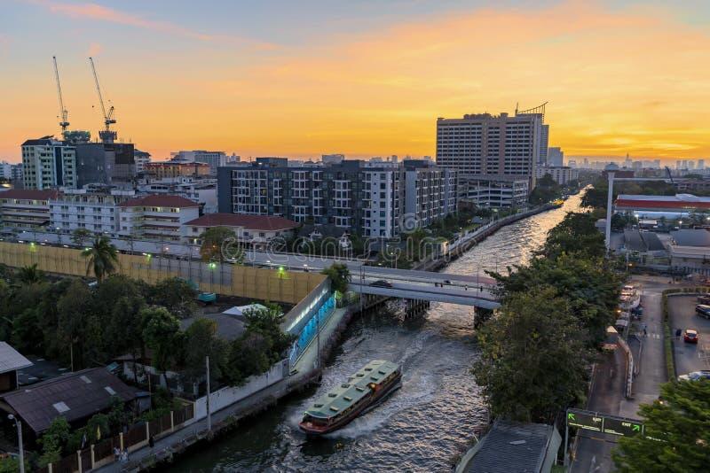 Wassertransport ist eine Kultur Kanal Saen Saep nachts Bangkoks Atmosph?re in Thailand lizenzfreie stockbilder