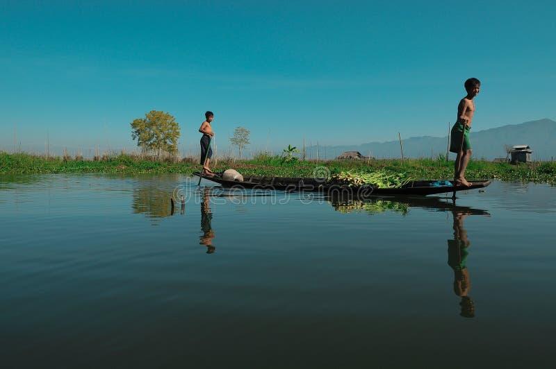 Wassertransport, Myanmar 02 lizenzfreie stockfotos