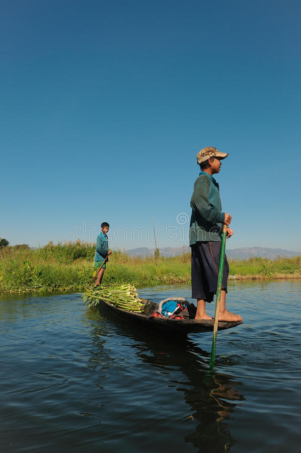 Wassertransport, Myanmar. stockfotos
