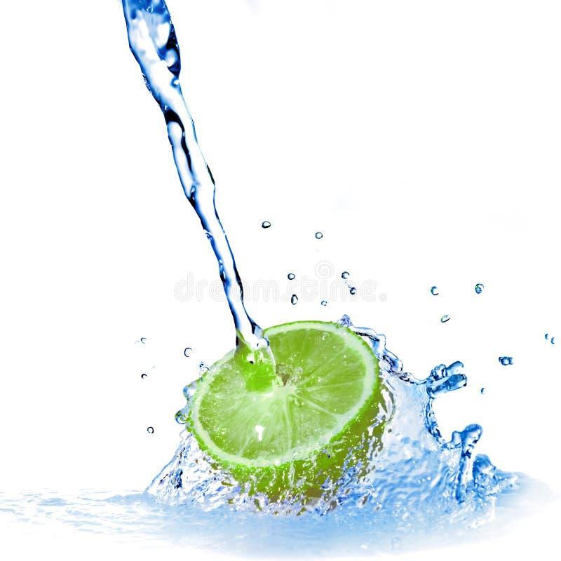 Wassertropfen auf Zitrone lizenzfreies stockfoto