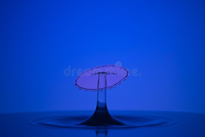 Wassertropfenzusammenstoß stockfotos