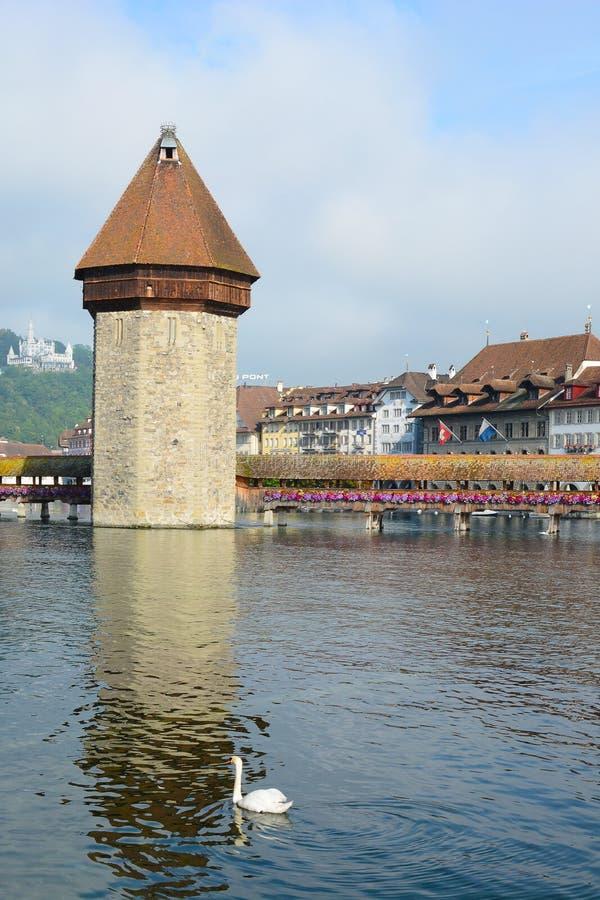 Wasserturm-und Kapellen-Brücke, Luzerne stockfotos