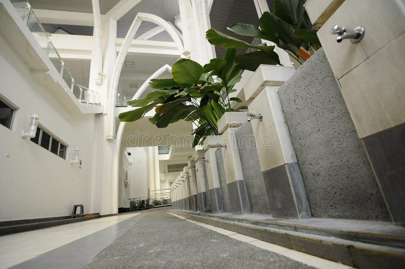 Wassing van de Luchthaven van Sultan Ismail Airport Mosque - Senai-, Maleisië royalty-vrije stock fotografie