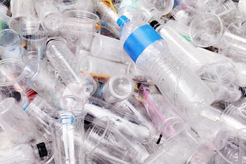 Wast plastikowy rozsypisko, Śmieciarska Plastikowa butelki tła tekstura, kosz, grat jałowy, brudny, zanieczyszczenie fotografia stock