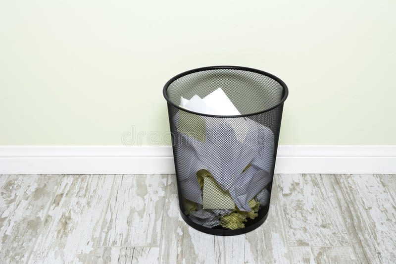 Wastepaper kosz obraz stock