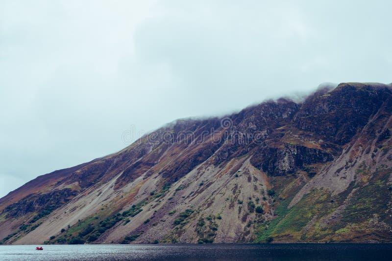 Wastwater jezioro w Jeziorny Gromadzki UK obrazy stock