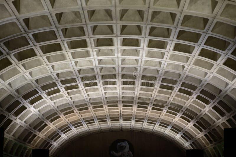 WASZYNGTON, dystrykt kolumbii - KWIECIEŃ 14: Washington DC metra metra stacja na Kwietniu 14, 2017 fotografia royalty free