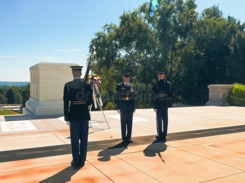 WASZYNGTON, dystrykt kolumbii, usa WRZESIEŃ 11, 2015: grobowiec niewiadomy żołnierz w Arlington cmentarzu obrazy stock