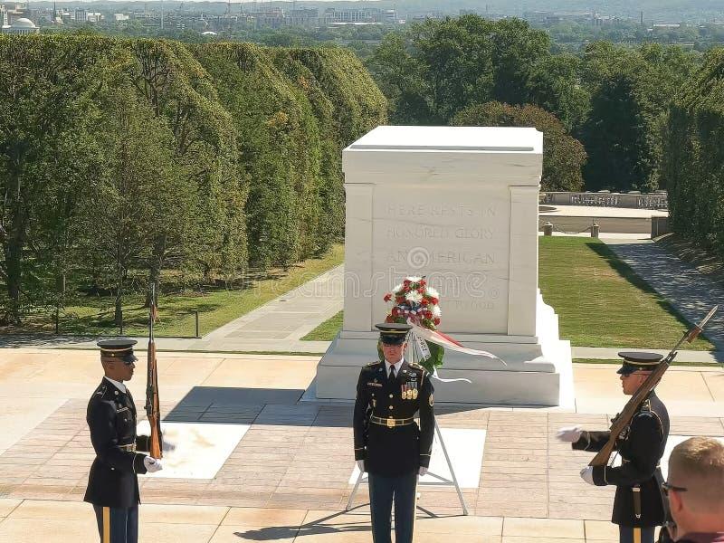 WASZYNGTON, dystrykt kolumbii, usa WRZESIEŃ 11, 2015: wysoki widok grobowiec niewiadomy żołnierz przy Arlington obrazy royalty free