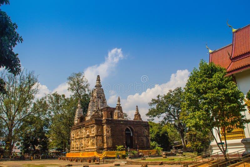 Wat切特Yot (Wat Jed Yod)或Wat Photharam玛哈Vihara,有加冠的屋顶平台公开佛教寺庙长方形 免版税库存图片