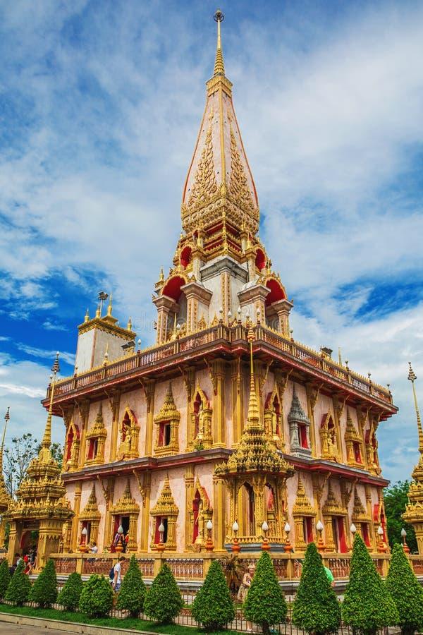 Wat查龙寺庙复合体在普吉岛,泰国 免版税图库摄影