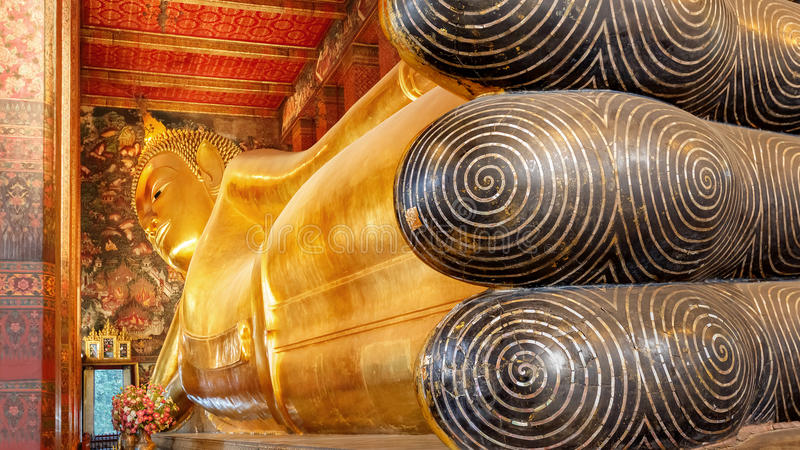 Wat的Pho (Pho寺庙)斜倚的菩萨在曼谷 免版税库存照片