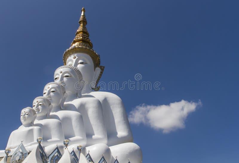 Wat的Prathat碧差汶府Phasornkaew白色菩萨雕象设施  图库摄影
