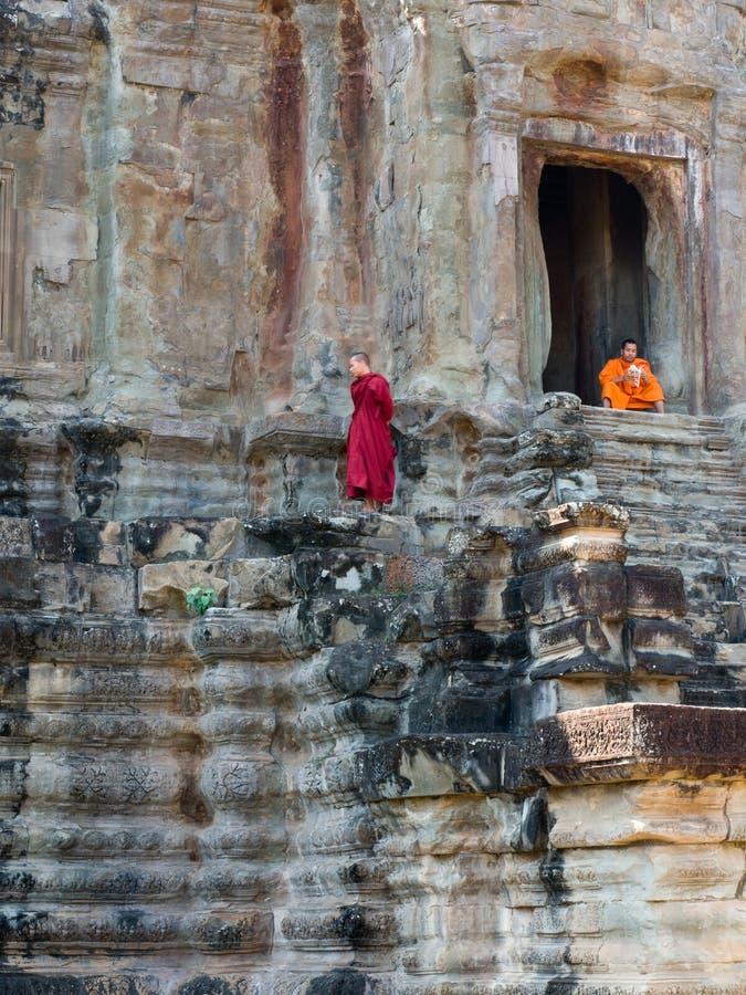 wat буддийских монахов angkor стоковая фотография