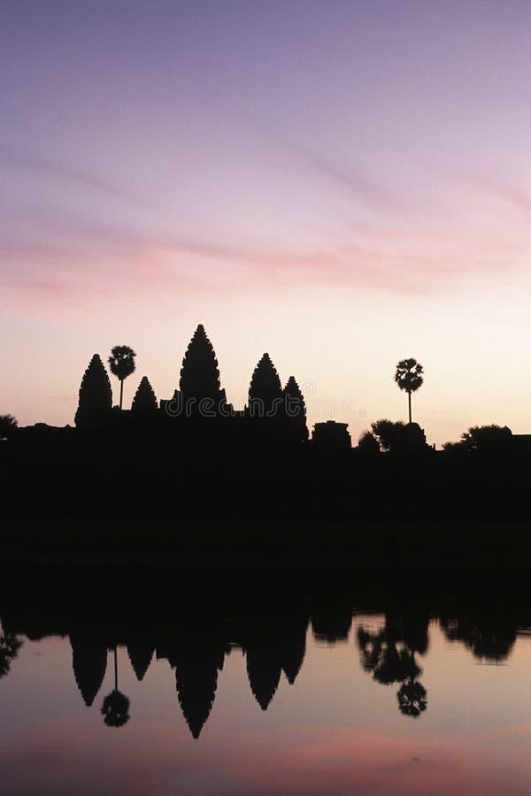 wat восхода солнца angkor silhouetted Камбоджей стоковое изображение rf