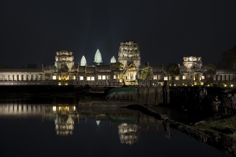 wat ночи angkor стоковое изображение