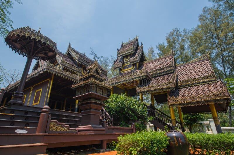 Download Wat崇公西康省 库存图片. 图片 包括有 聚会所, 的btu, 雕象, 雕塑, 行动, 收割, 移动, 柬埔寨 - 59106317