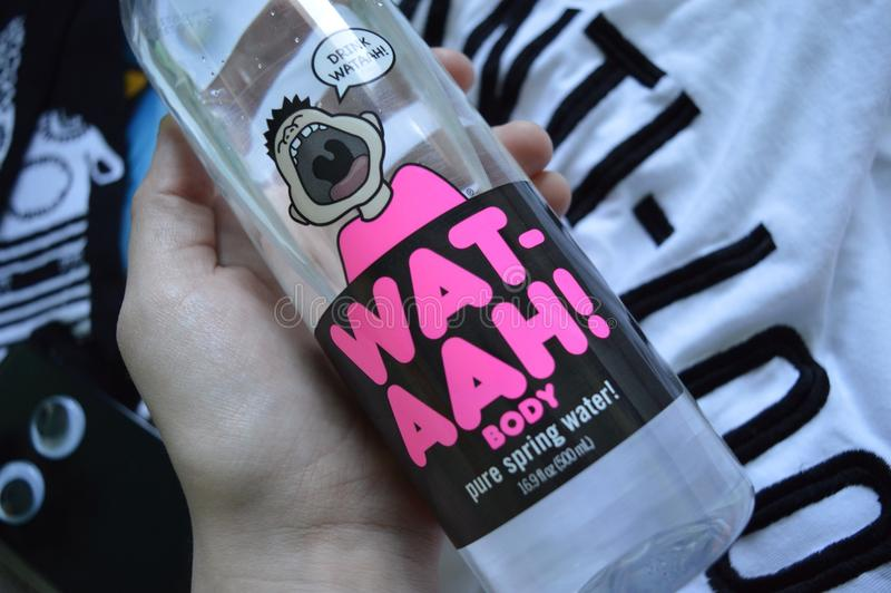 WAT-AAH butelki spojrzenia tshirt chłodno skarpety cool phonecase obraz stock