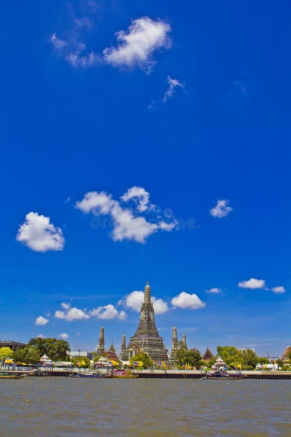 Wat Arun και cloudscape στοκ εικόνες