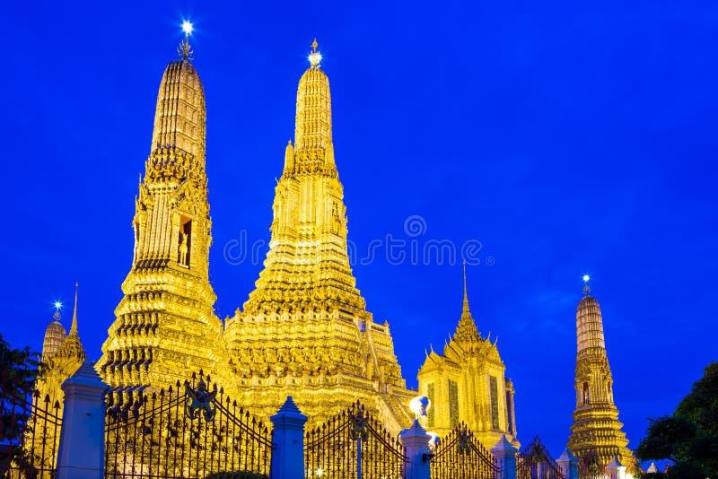 Download Wat Arun в Бангкоке стоковое фото. изображение насчитывающей вероисповедание - 33737326