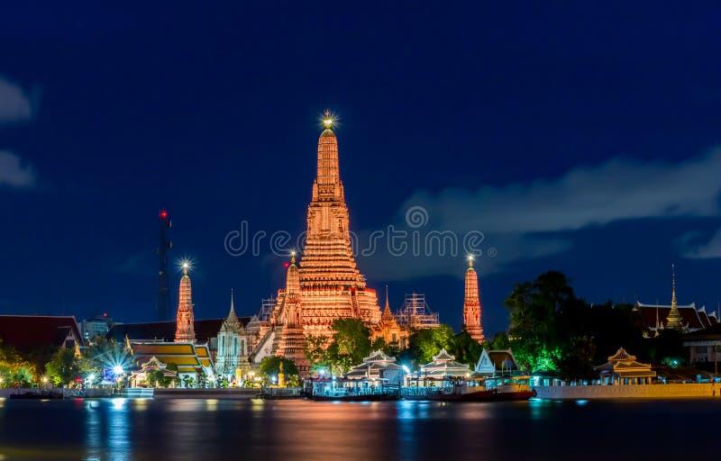Wat Arun на ноче, Бангкоке, Таиланде стоковая фотография