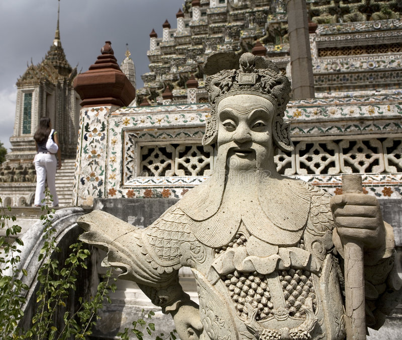 Download Wat Arun image stock. Image du touristique, marche, figure - 2128173