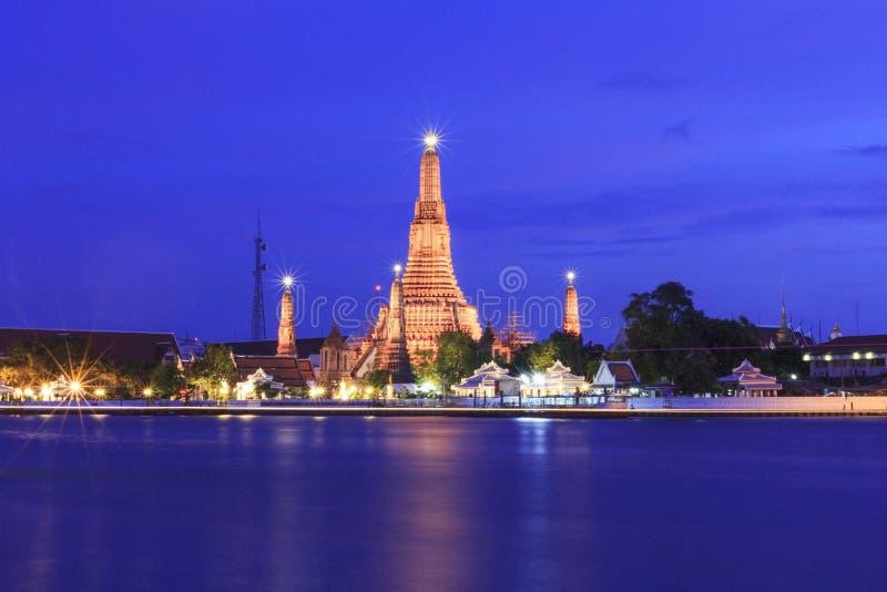 Wat Arun Bangkok-tempel in schemeringtijd, Thailand royalty-vrije stock foto