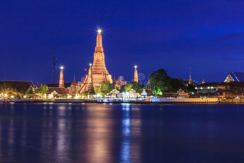 Wat Arun Bangkok-tempel in schemeringtijd, Thailand stock afbeelding