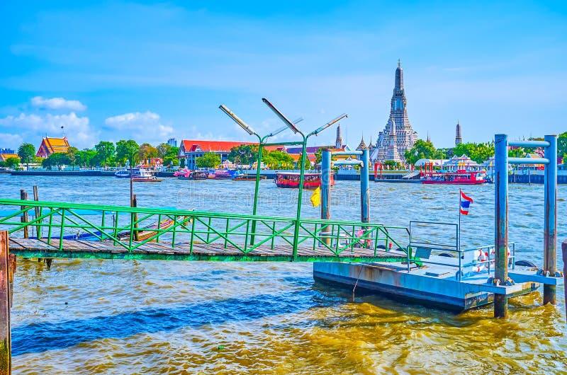 Wat Arun Behind The Chao Phraya-Fluss, Bangkok, Thailand stockbild