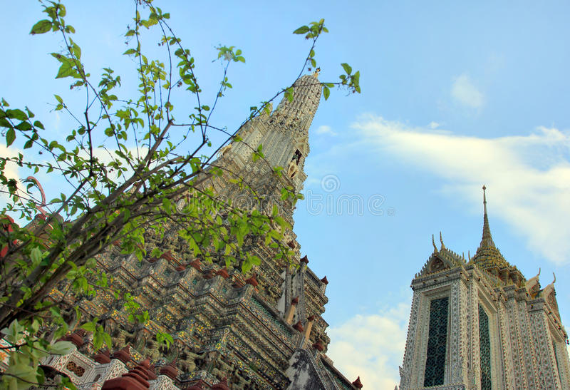 Wat Arun buddistisk tempel, Bangkok, Thailand - detalj arkivfoto