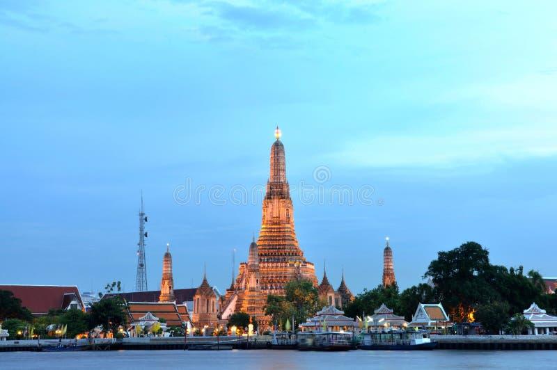 Download Wat Arun, Der Alte Tempel Von Bangkok Stockfoto - Bild von anziehung, schön: 27729342