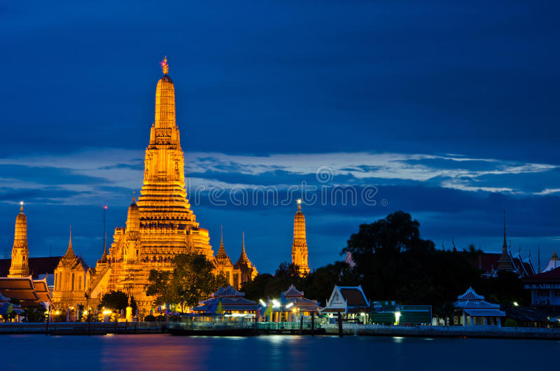 Wat Arun, der Tempel von Dämmerung, an der Dämmerung lizenzfreies stockfoto