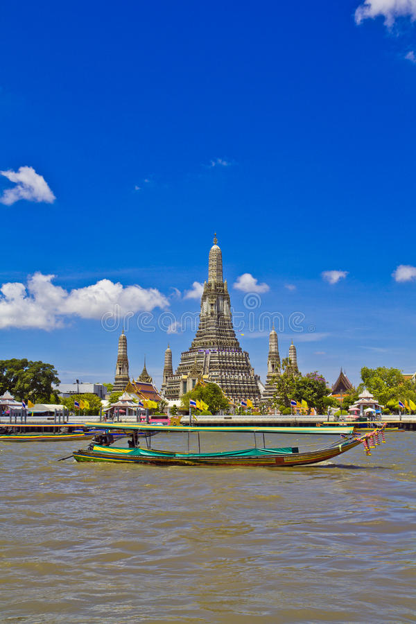 Wat Arun e cloudscape foto de stock royalty free