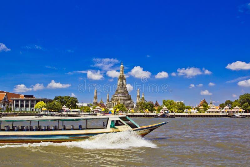 Wat Arun e cloudscape fotos de stock royalty free