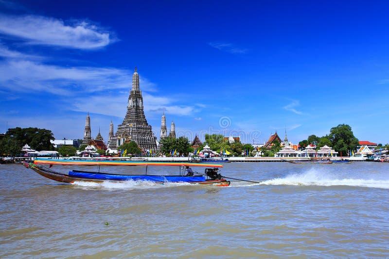 Wat Arun e cloudscape fotografia de stock