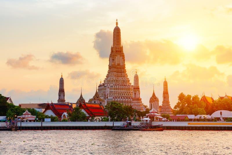Wat Arun famoso o fotos de archivo