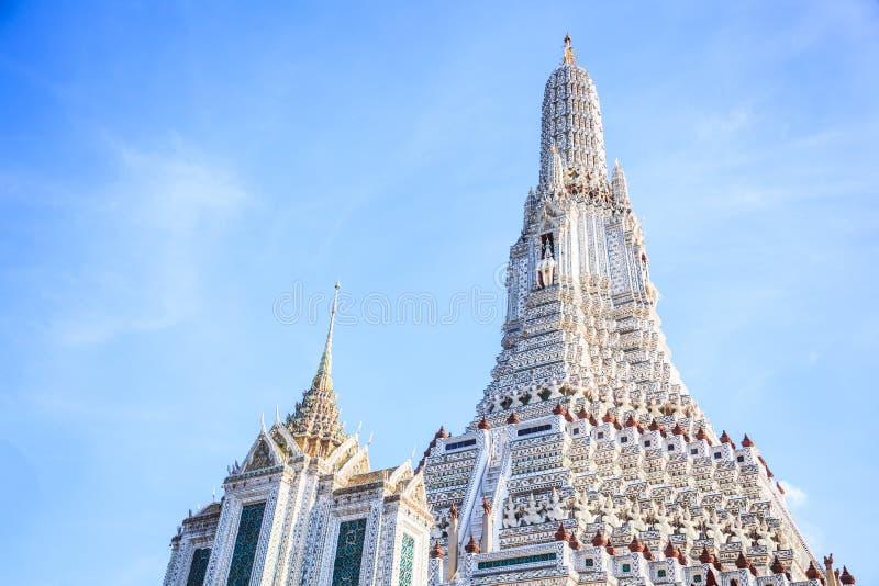 Wat Arun il Temple of Dawn a Bangkok è destinazione favorita di viaggio turistico della Tailandia e del tempio buddista, punto di fotografia stock libera da diritti