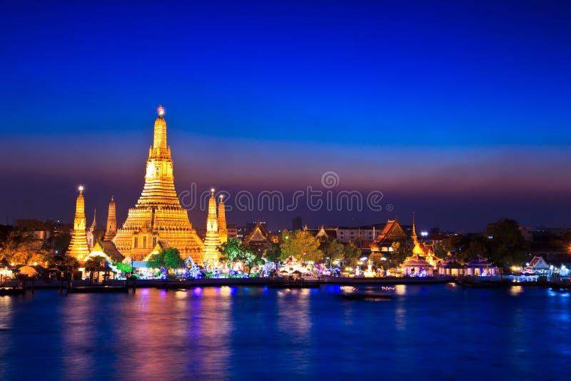 Wat Arun im Sonnenuntergang stockfotos