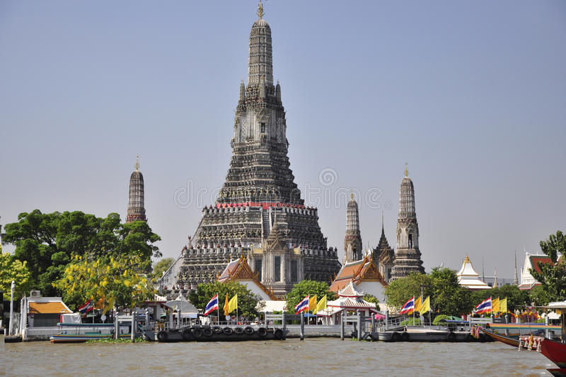 Wat Arun o templo do alvorecer fotografia de stock royalty free