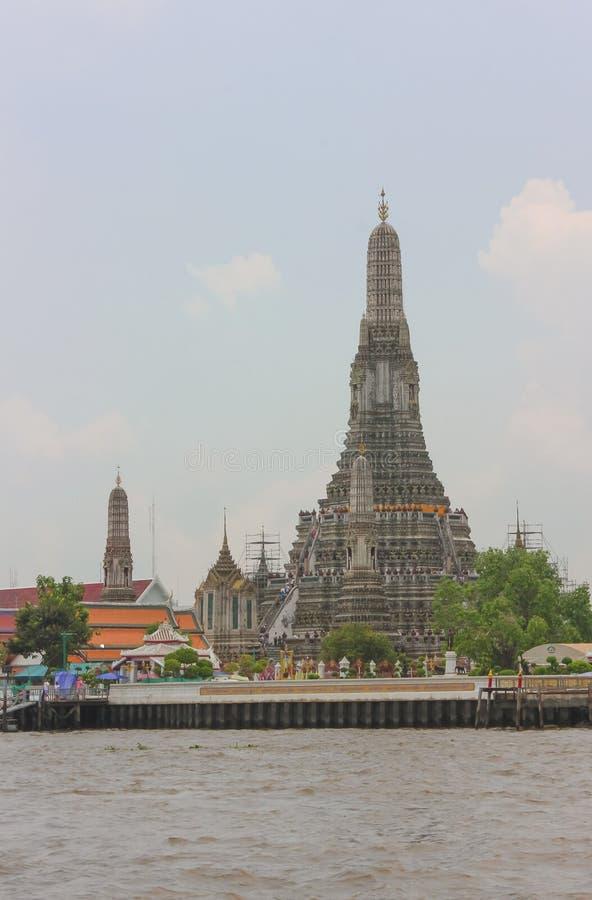 Wat Arun Ratchawararam Temple eller tempel av gryning i Bangkok, Thailand royaltyfri fotografi