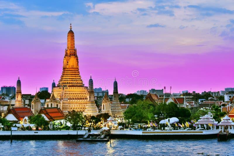 Wat Arun Ratchawararam, un templo budista en Bangkok, Tailandia imagen de archivo libre de regalías