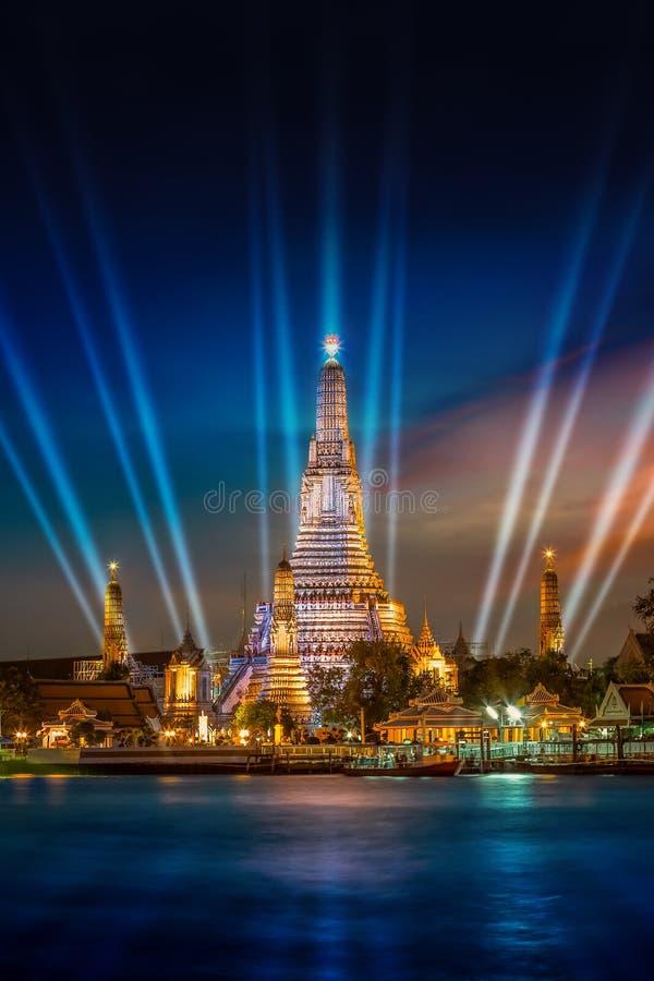 Wat Arun & x28; Tempel av dawn& x29; i Bangkok arkivfoton
