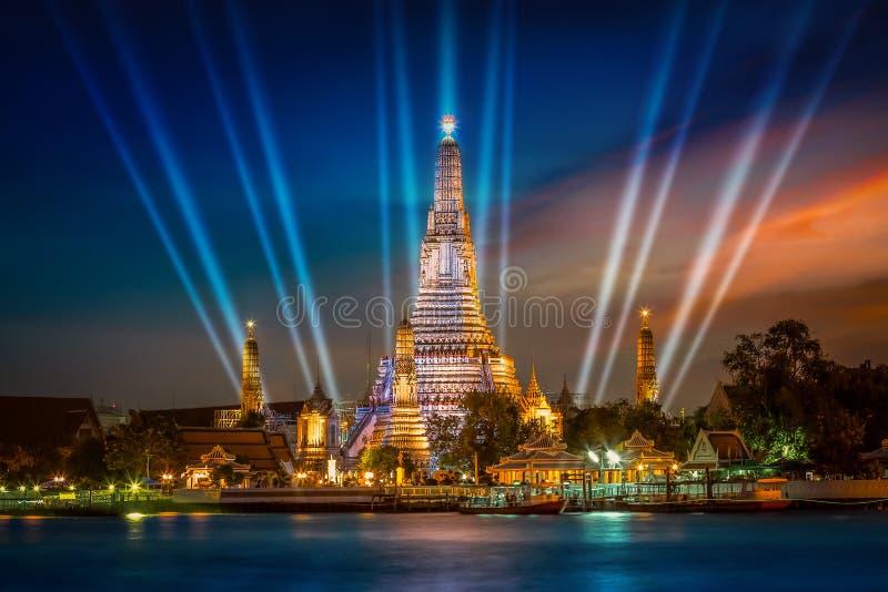 Wat Arun & x28; Tempel av dawn& x29; i Bangkok arkivbild